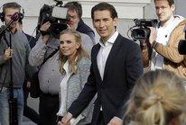 Đẹp trai và chung tình như thủ tướng Áo tương lai