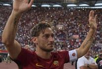 Totti ngấn lệ trong ngày giã từ sân cỏ