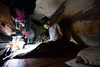 Hai người trong căn hộ 2 mét vuông ở Hà Nội!