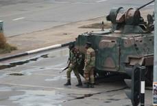 """Quân đội Zimbabwe """"cầm giữ Tổng thống Mugabe"""""""