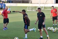 Đánh đồng đội, Neymar hủy đi Trung Quốc, chuẩn bị ký với PSG