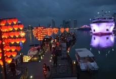 Cầu tình yêu Đà Nẵng hút khách trong ngày Valentine