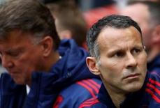 """Neville và Giggs cùng tranh """"ghế nóng"""" Everton"""