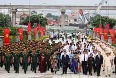 Lãnh đạo TP HCM viếng Nghĩa trang Liệt sĩ TP