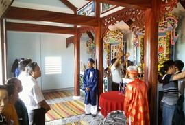 Bỏ phố về làng học lễ nghi truyền thống