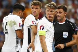 Tranh cãi về trọng tài Ý ở trận Pháp thắng Đức