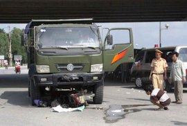 Xe tải tông, cán tử vong người phụ nữ đi xe máy