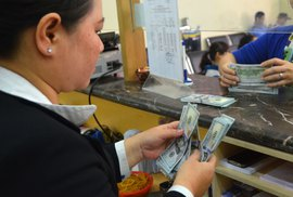Nhà nước mạnh tay thu mua USD