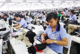 Giảm lương hưu của lao động nữ: Mong Quốc hội hãy lắng nghe!