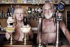Độc và dị, ngôi làng toàn người khỏa thân ở Anh