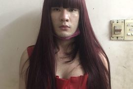 TP HCM: Bắt 2 đối tượng giả gái móc túi du khách nước ngoài
