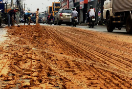 Kinh hãi với bùn nhão đầy đường ở TP HCM