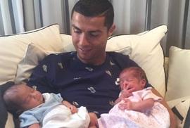 Ronaldo lần đầu khoe 2 con sinh đôi