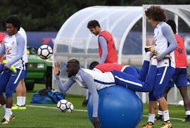 """Chelsea tập bài """"dị"""" trước đại chiến Arsenal"""