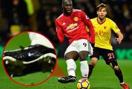 """Mourinho: Lukaku """"tịt ngòi"""" vì thiếu tài trợ giày"""