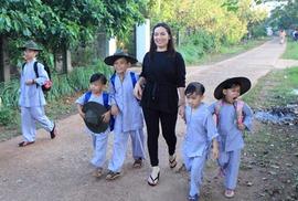 Ca sĩ Phi Nhung: Không thể lấy chồng vì quá đông con