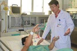 Bệnh nhân liệt nửa người cần đưa sớm đến bệnh viện