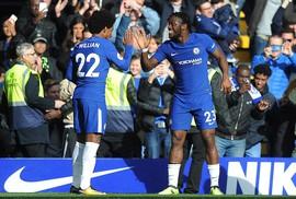 """Giúp Chelsea thoát hiểm, Batshuayi """"đá xoáy"""" HLV Conte"""