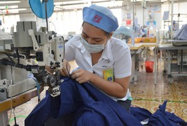 """Trung Quốc bắt đầu """"dòm ngó"""" tới hàng may mặc Việt Nam"""