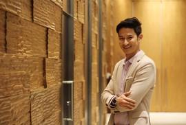 """Huy Khánh vướng """"tình tay ba"""" trong phim mới"""