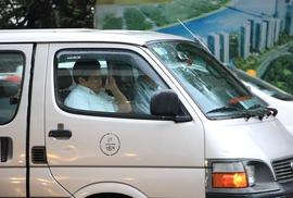 Ông Đoàn Ngọc Hải trả lại bục dắt xe cho người dân