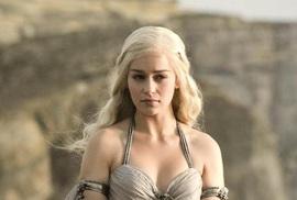 Emilia Clarke - Đóa hồng quyến rũ lẻ bóng