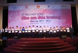 Trao tặng 400 suất học bổng cho học sinh Đồng Nai