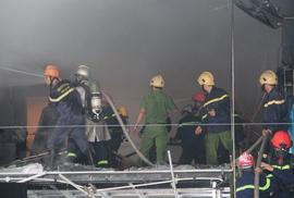 Đà Nẵng: Cháy lớn tại gara ô tô, nhân viên hốt hoảng bỏ chạy