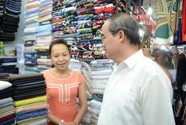 Lãnh đạo Quận 5 hứa sửa chữa chợ An Đông đúng tiến độ