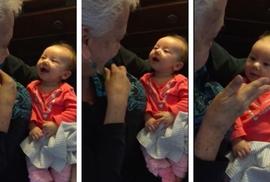 Clip: Cuộc trò chuyện của bà và cháu gái 9 tuần tuổi bị điếc