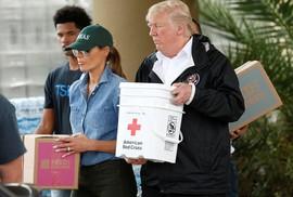 """Quay lại Texas, ông Donald Trump chúc nạn nhân bão """"thời gian tốt lành"""""""