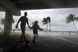 """Mỹ: Thành phố """"ma"""" chờ bão Irma"""