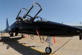 Máy bay quân sự Mỹ chở 11 người rơi xuống biển
