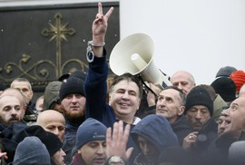 Ukraine: Người ủng hộ phá xe cảnh sát, giải thoát cựu tổng thống Georgia