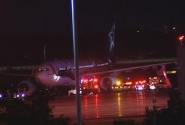 Mắc kẹt 5 giờ trong máy bay mất điện, hành khách kêu cứu