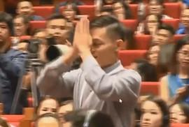 Chàng trai Việt khóc, lạy Jack Ma: Fan cuồng hay sự nhục nhã?