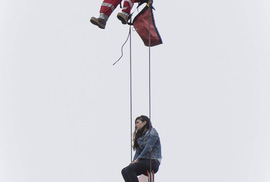 Canada: Giải cứu cô gái leo lên cần cẩu lúc nửa đêm