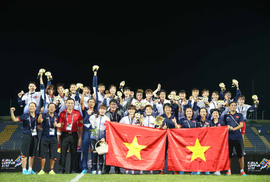 Nữ Việt Nam vô địch: Vui sao nước mắt lại trào