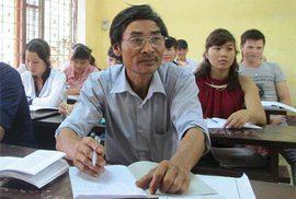 Sinh viên... U60: Cha con cùng đến trường