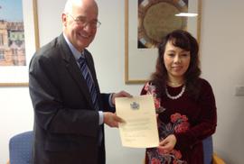 Bộ trưởng Nguyễn Thị Kim Tiến đang đi công tác nước ngoài