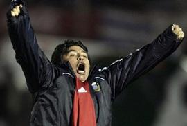 Maradona được đắp tượng