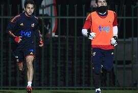 Fabregas chờ cơ hội