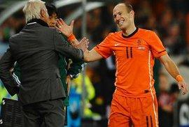 Trước trận chung kết, tuyển Hà Lan đi… sở thú