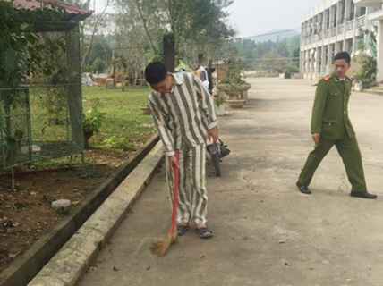 """Bác sĩ TMV Cát Tường: Ngoài đời """"may người"""", vào tù may áo"""