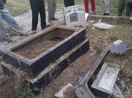 54 tuổi vô cớ đập phá, đào bới mộ trong nghĩa trang