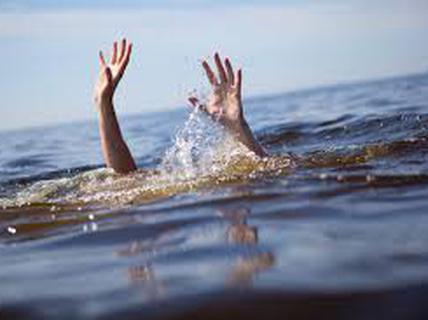 Nghỉ học sớm, tắm biển, 4 học sinh chết đuối