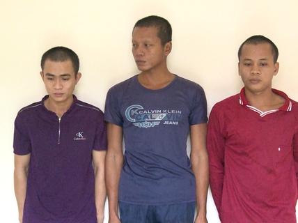 """""""Làm phiền"""" khách nhậu, 2 thanh niên ở Phú Quốc bị chém suýt chết"""