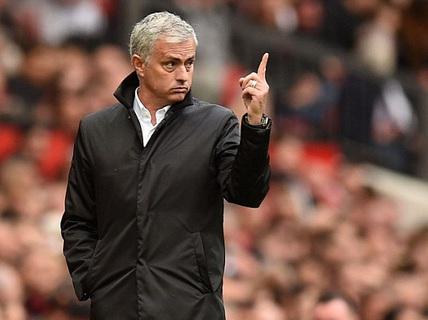 Mourinho: M.U sẽ chơi với 1 hậu vệ ở trận gặp Liverpool!