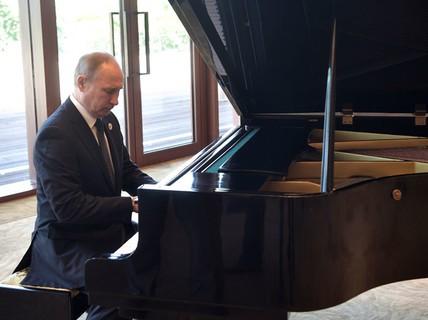 Ông Putin chưa biết chọn điệu nhạc nào dành cho ông Trump