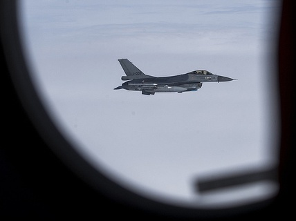 """NATO nói lại vụ chiến đấu cơ bị tiêm kích Nga """"xua đuổi"""""""
